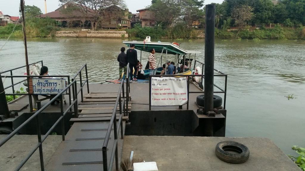 Ayuttaya Mit dem Boot zum Bahnhof