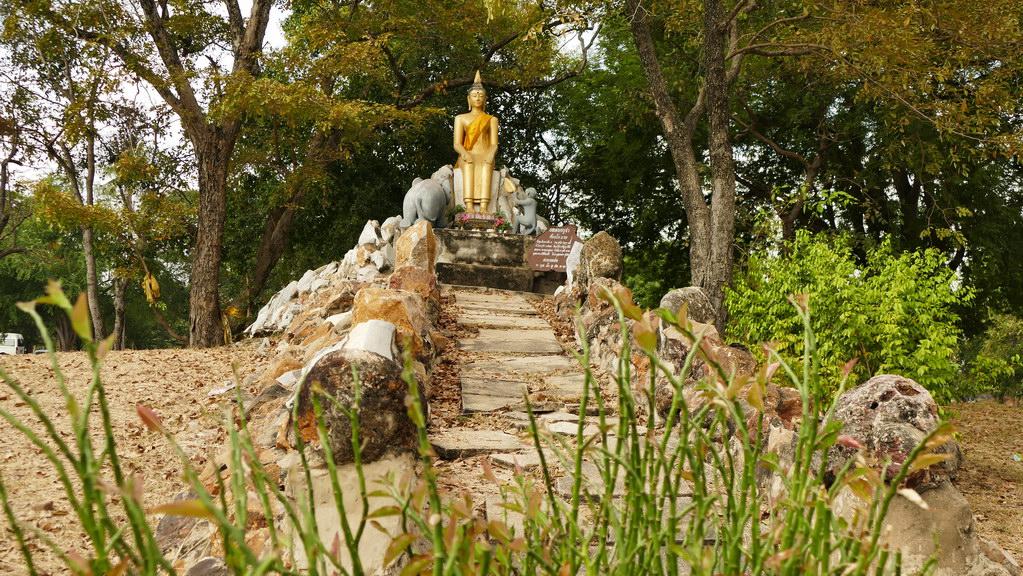 Ayuttaya Buddha statue
