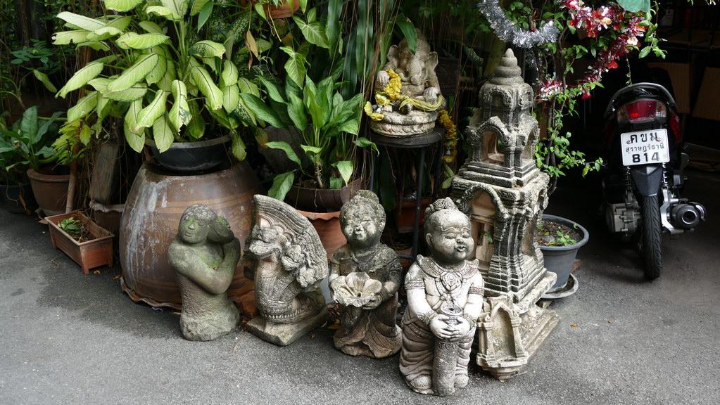 Buddha vor dem Hostel in der Sukhumvit Road