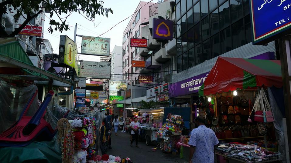 Der Nachtmarkt wird aufgebaut