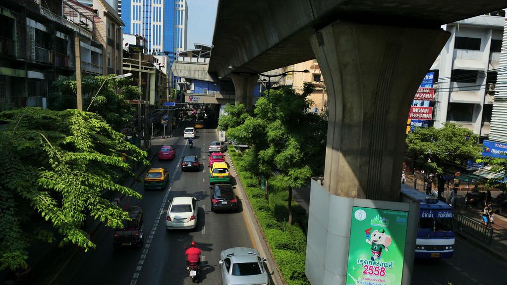 Die Sukhumvit Road am Nachmittag