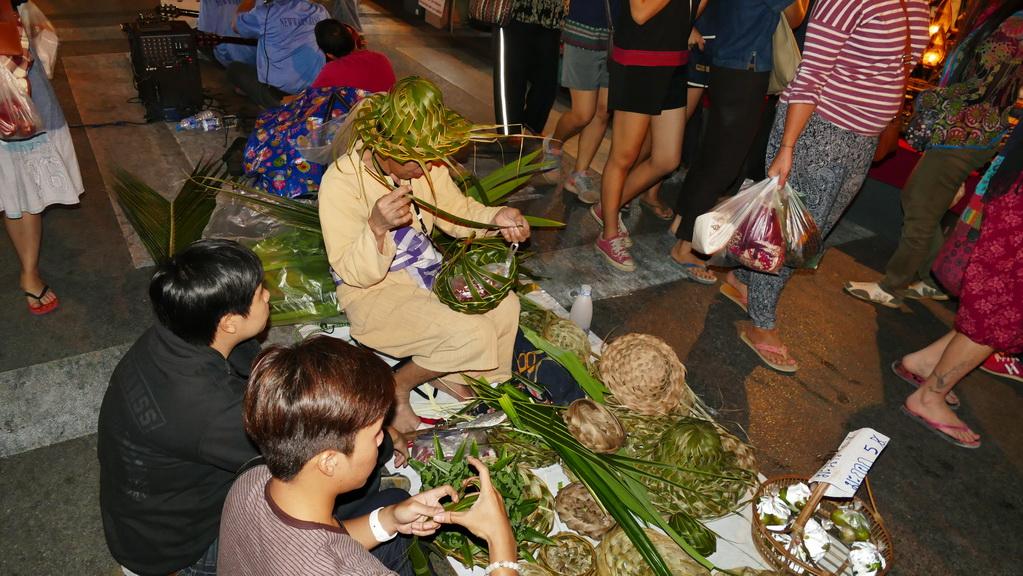 bambushut-nachtmarkt-chiangmai
