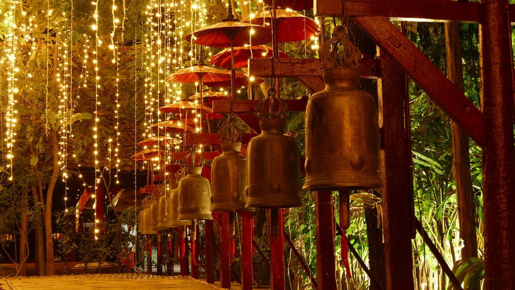 glocken-tempel-bei-nacht-chiangmai
