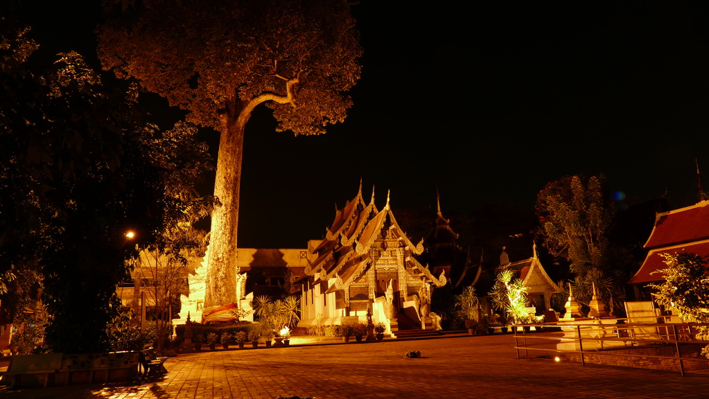 tempel-bei-nacht-chiangmai