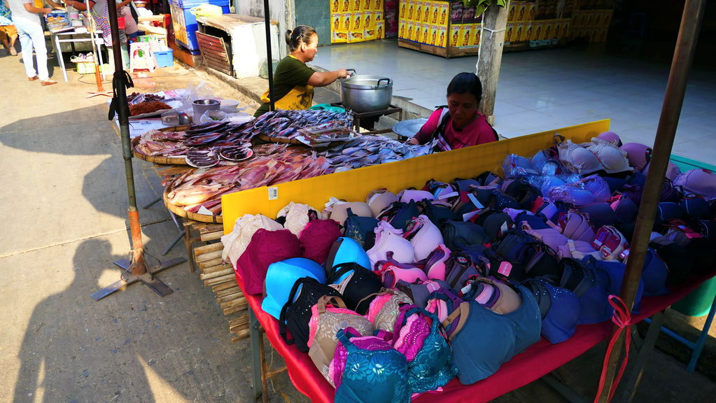 Nachtmarkt in Kanachaburi