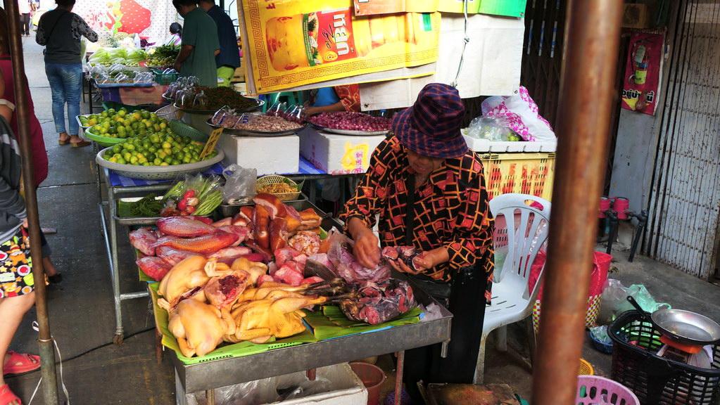 Fisch und Hühnchen auf dem Markt