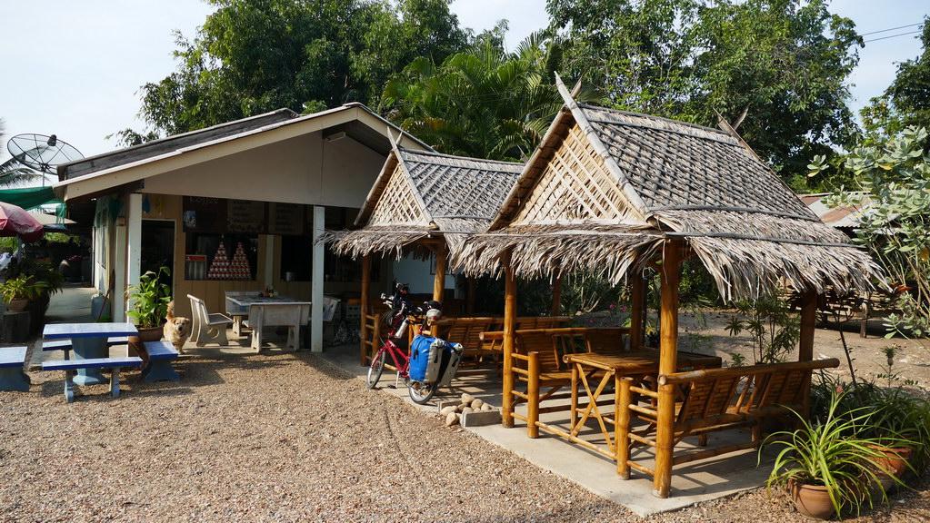 Kaffeepause am Wegrand bei Kanachaburi