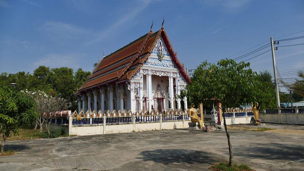 Tempel am Wegrand