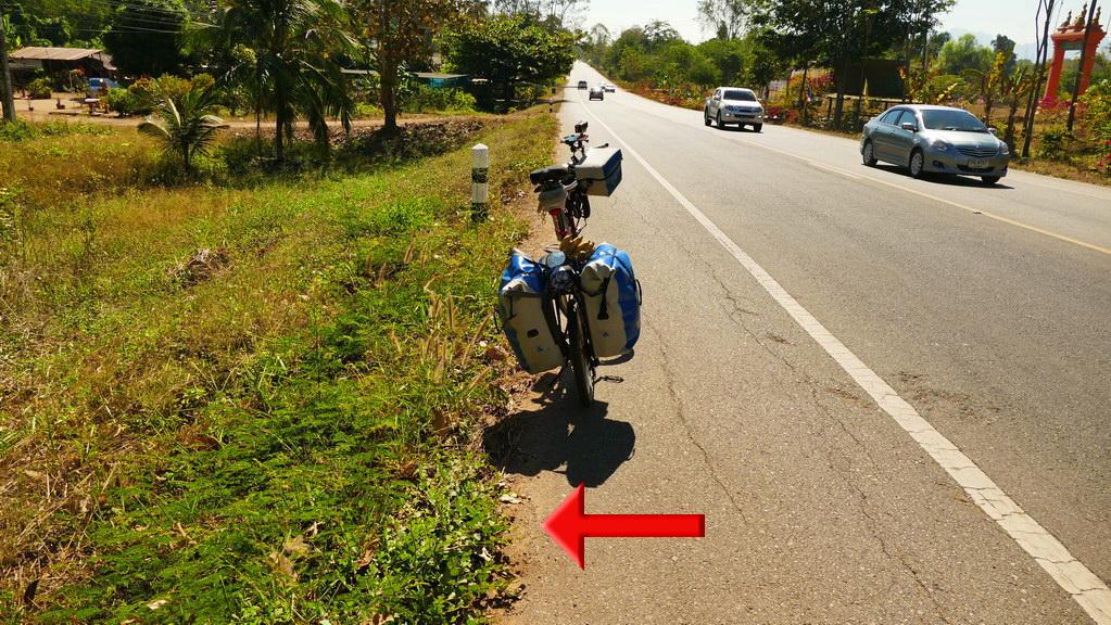 Fahrrad am Straßenrand
