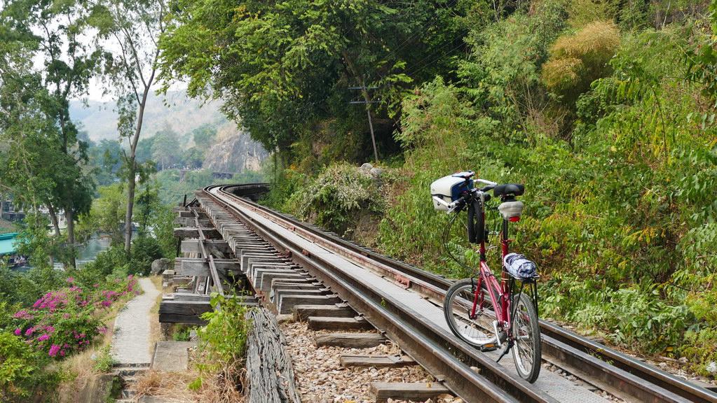 Fahrrad auf der Tham Krasae Railway Bridge