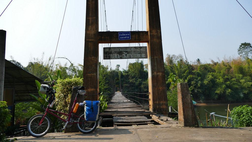 Holzbrücke am River Kwai