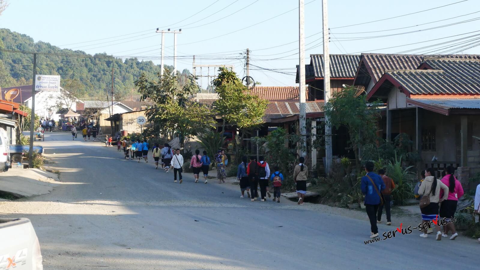 pho khame laos schulweg