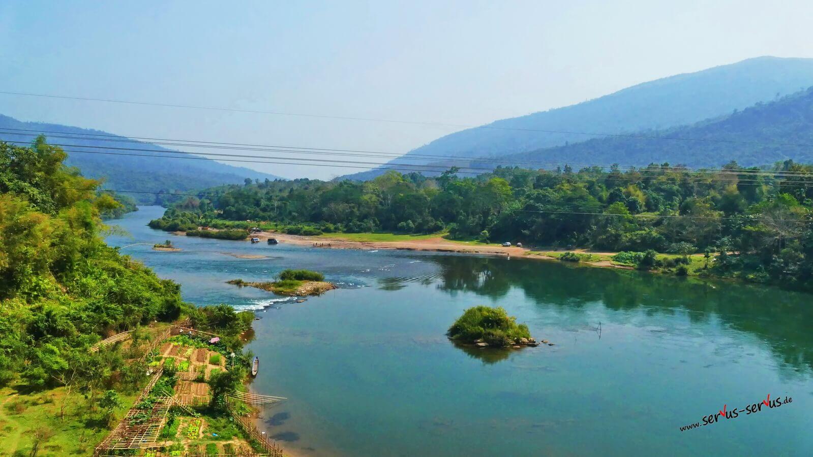 Blick auf einen Fluss in Laos