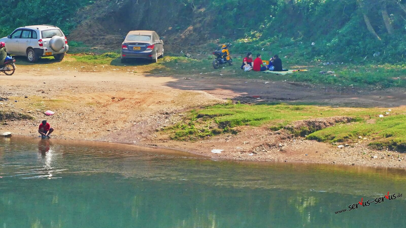 Picknick am Fluss bei Vang Vieng