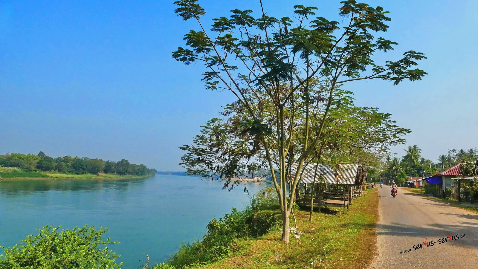 am Nam Ngum in Laos