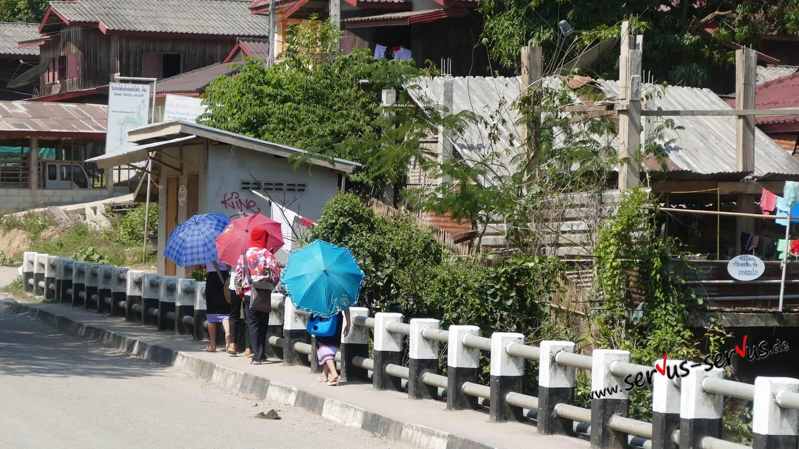 sonnenschirm kinder laos