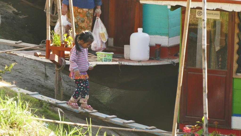 boot-mekong-houayxay-maedchen