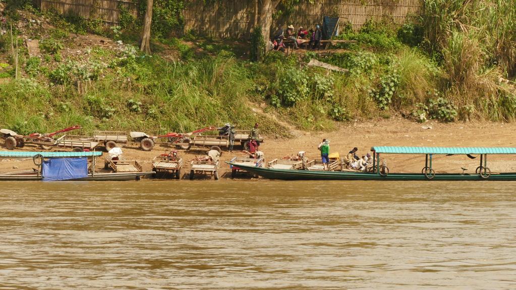 mekong-laos-arbeit-ufer