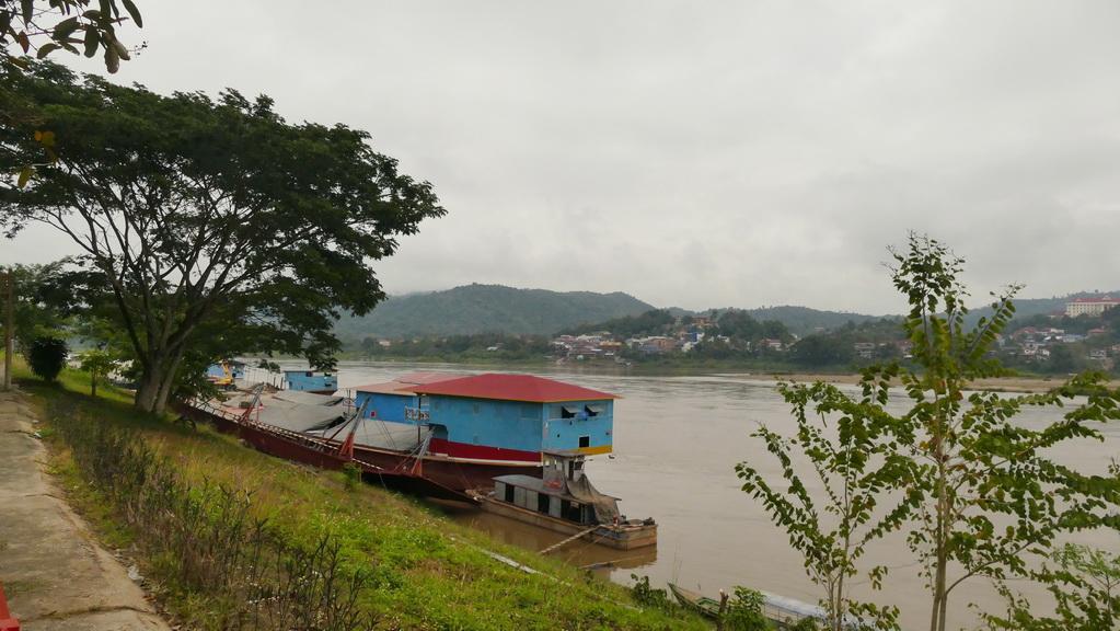 Mekong-blick-nach-laos
