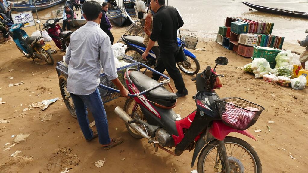 moped-mekong-laos-houayxay