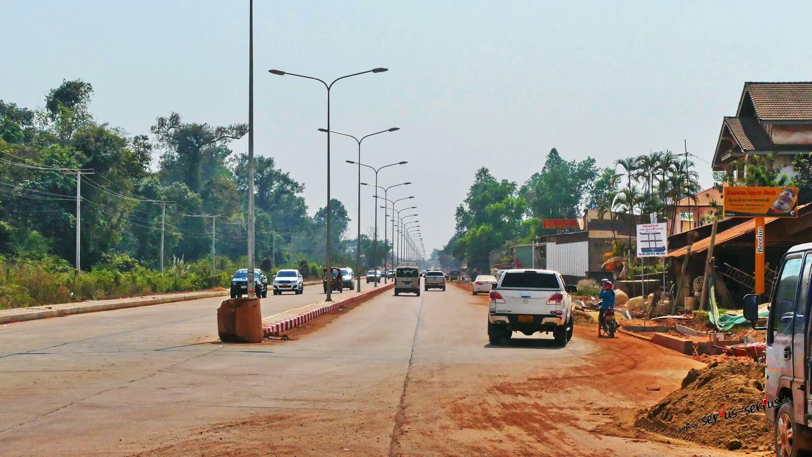 Straße bei Vientiane, Laos