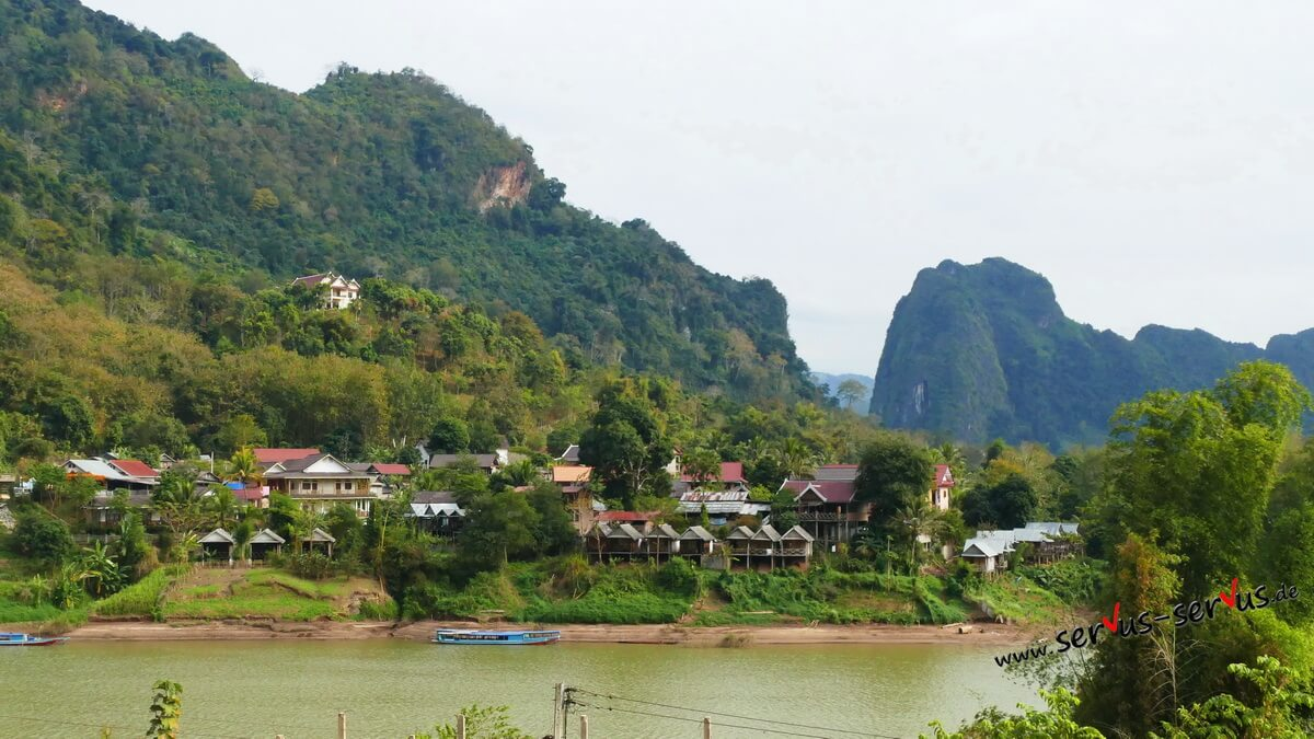 Nong Khiaw, Laos, Hütten am Fluss