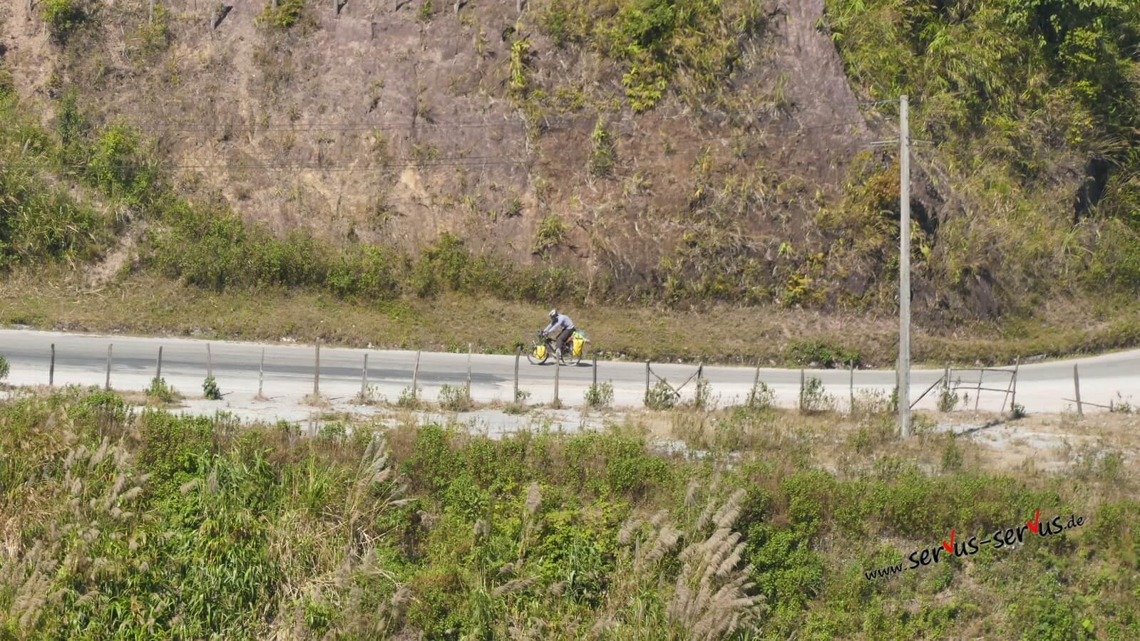 radfahrer berg laos vang vieng