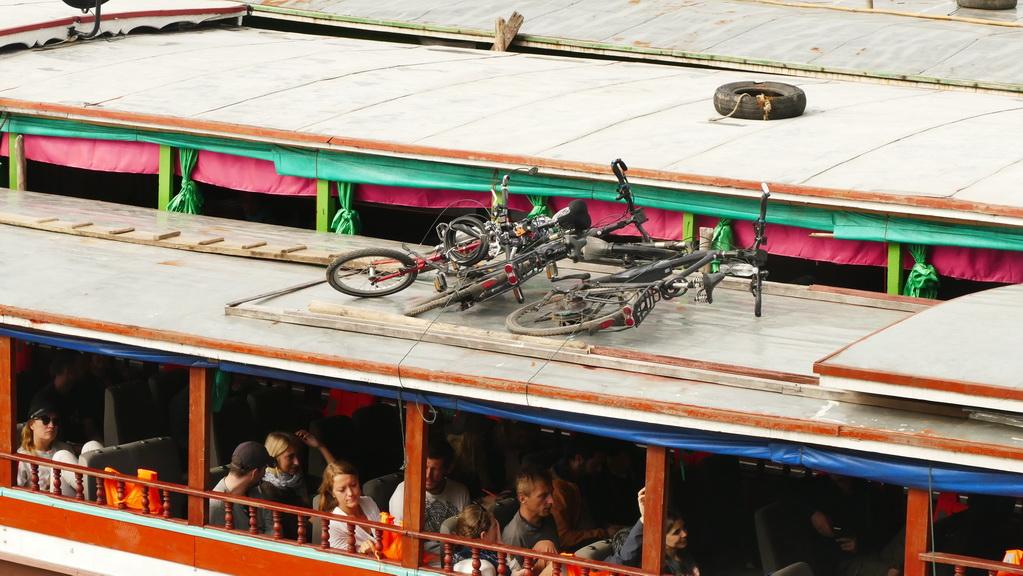 solwboat-mekong-laos