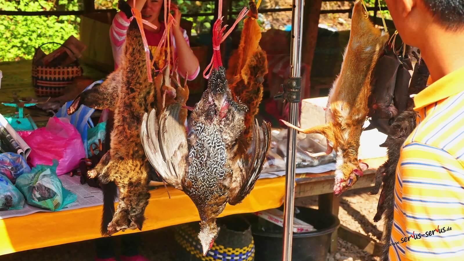 Geschlachtete Tiere auf dem Markt
