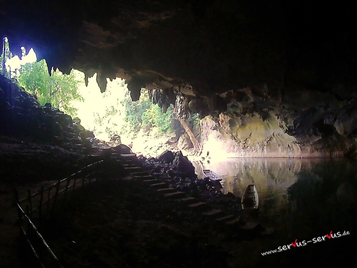 Eingang der Kong Lor Höhle in Laos