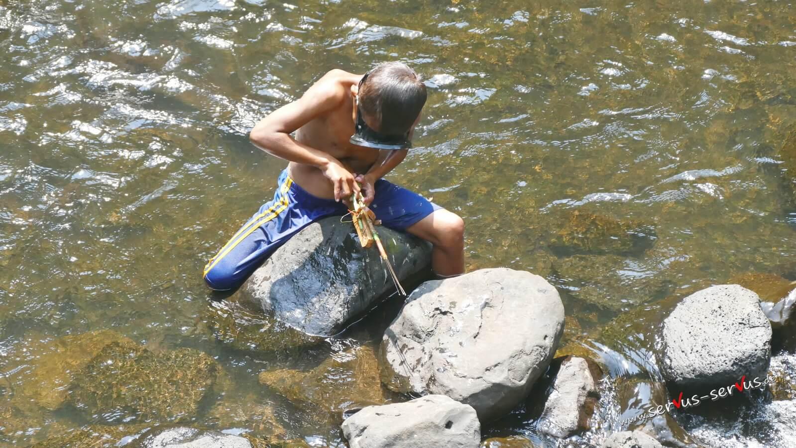 Kind, See, Harpune, Laos, Bolaven