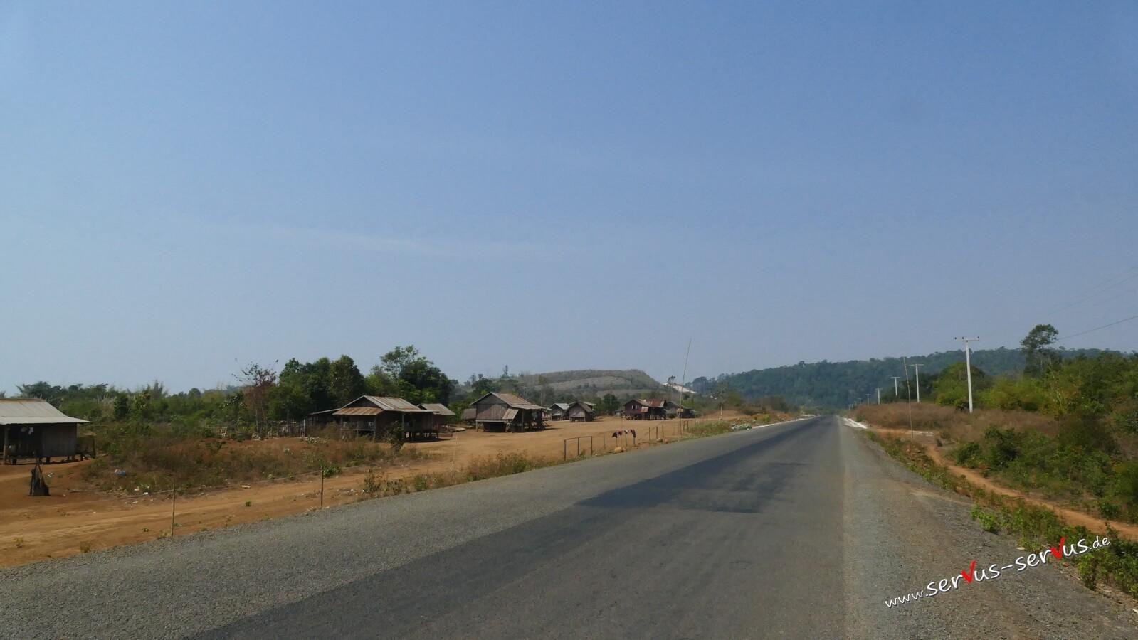 Hütten auf dem Bolavenloop, Straße Holzhäuser, laos