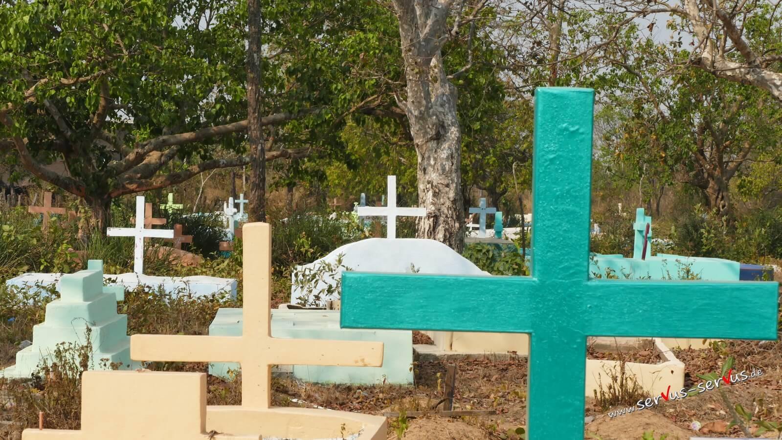 Katholischer Friedhof in Laos