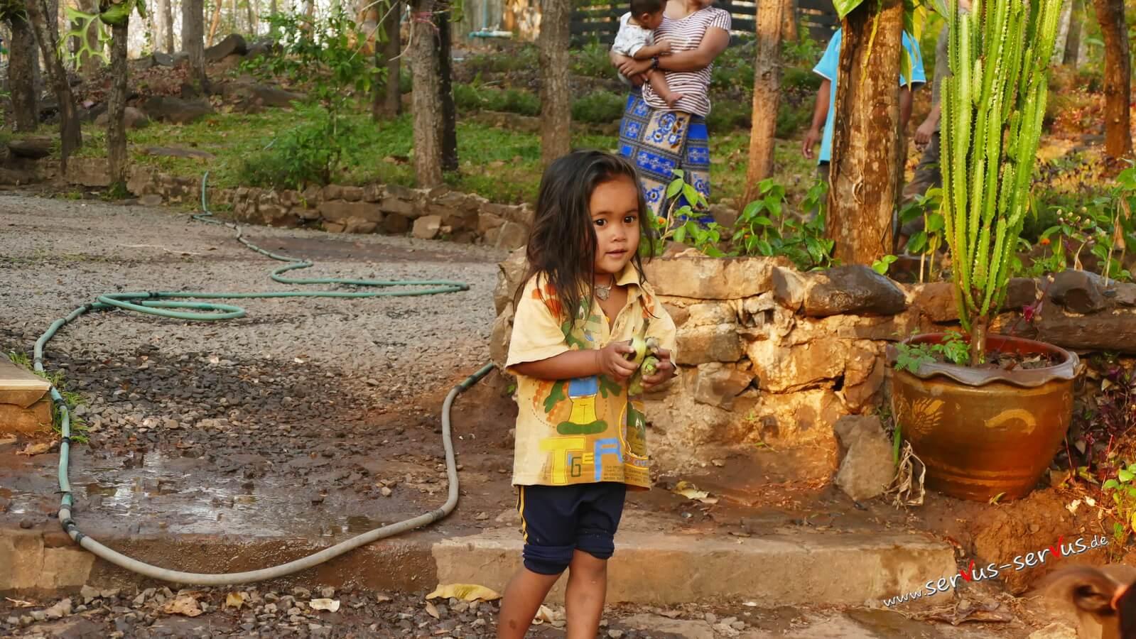 Dorfkinder in Laos, Tad Lo, Bolavenplateau