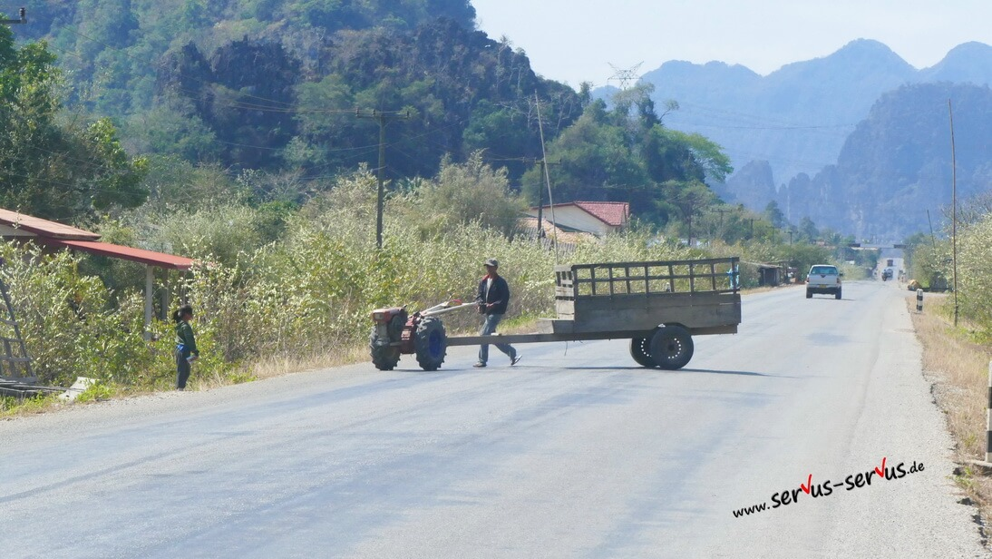Traktor, Laos, Thakkhet