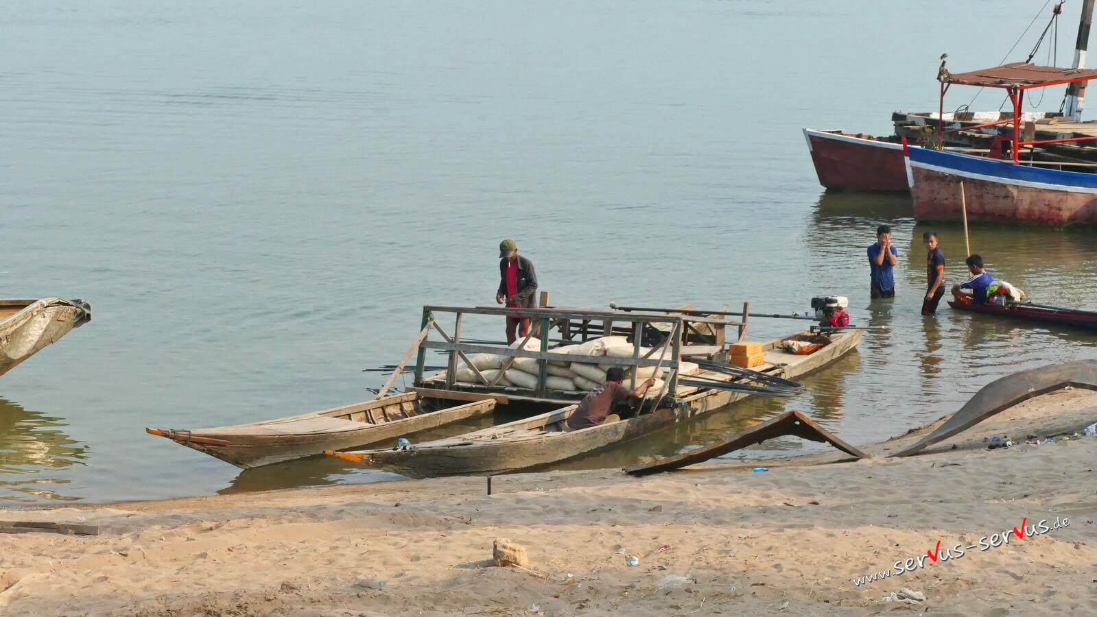 Boot am Mekong bei Champasak