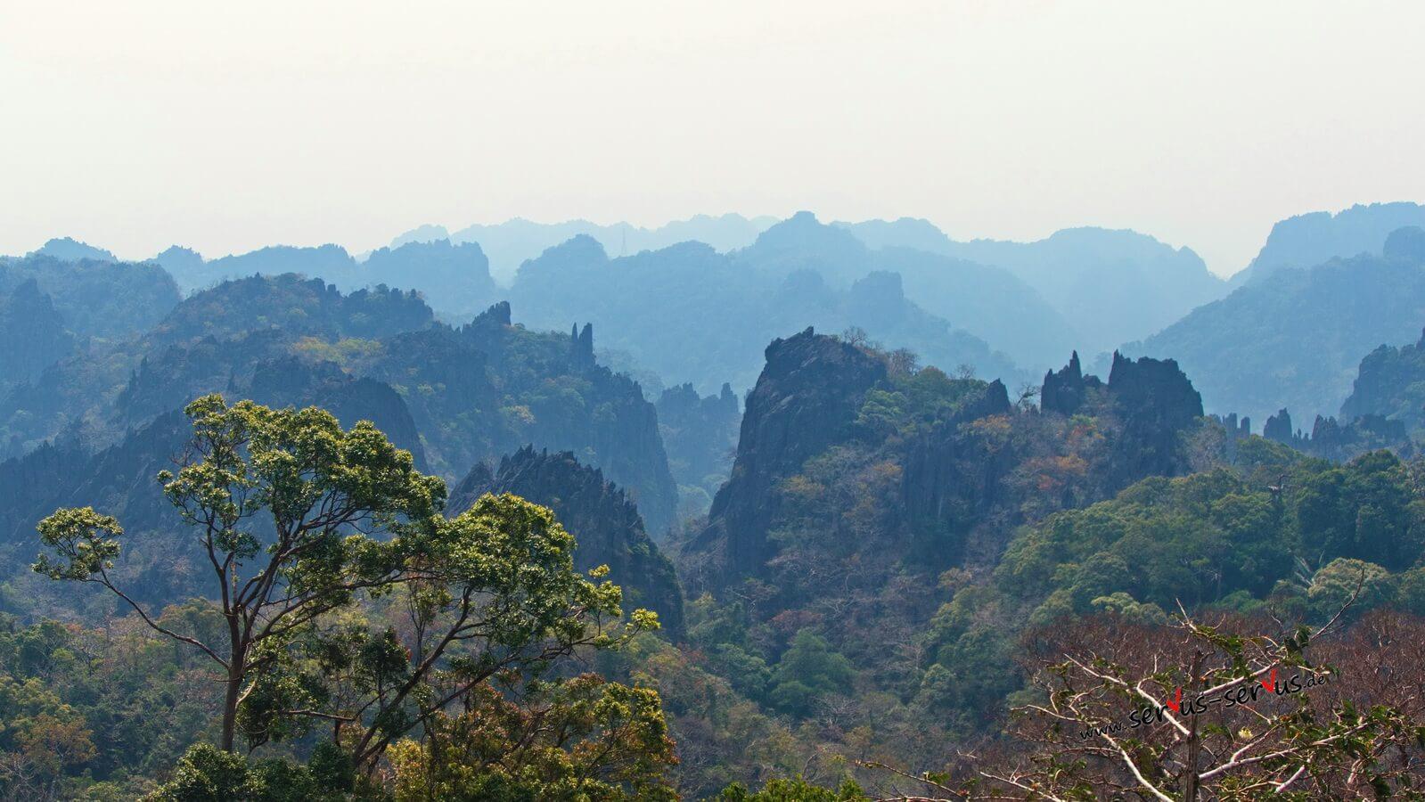 Bizarre Bergwelt bei Vieng Kham