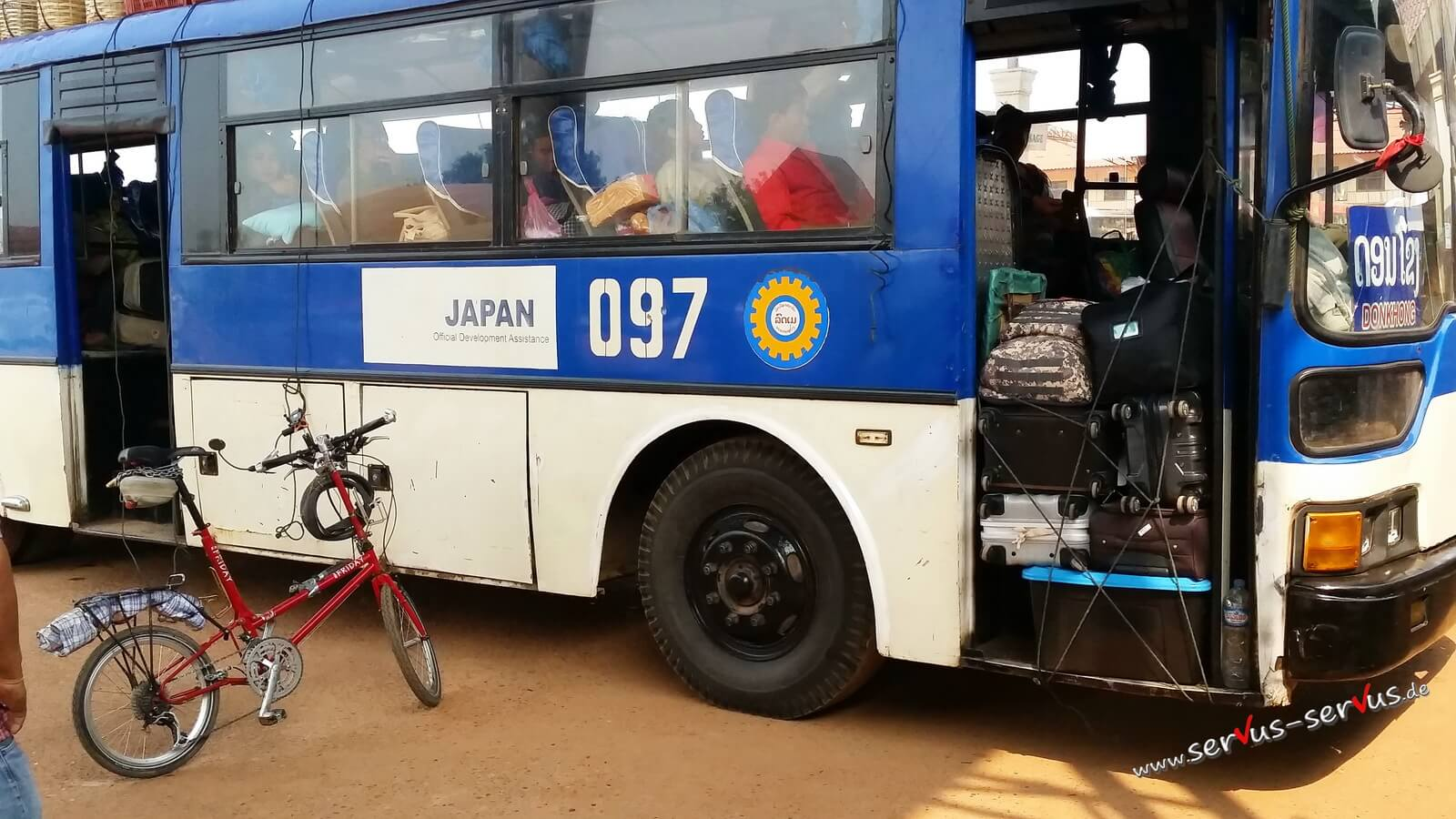 Bus, voll beladen, Laos