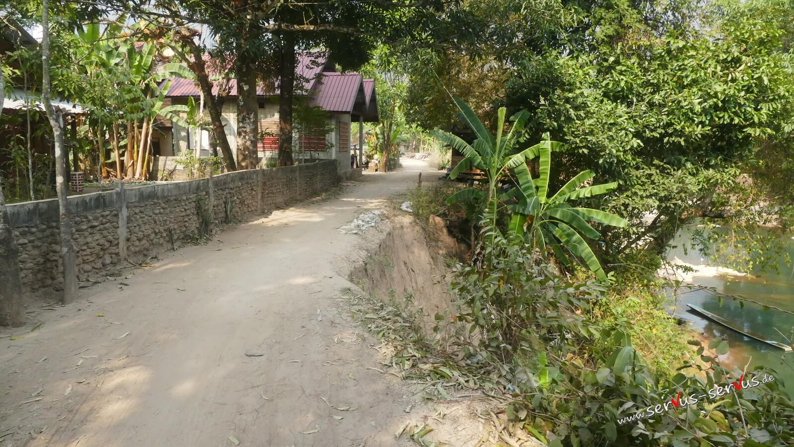 Schotterweg bei der Kong Lor Cave