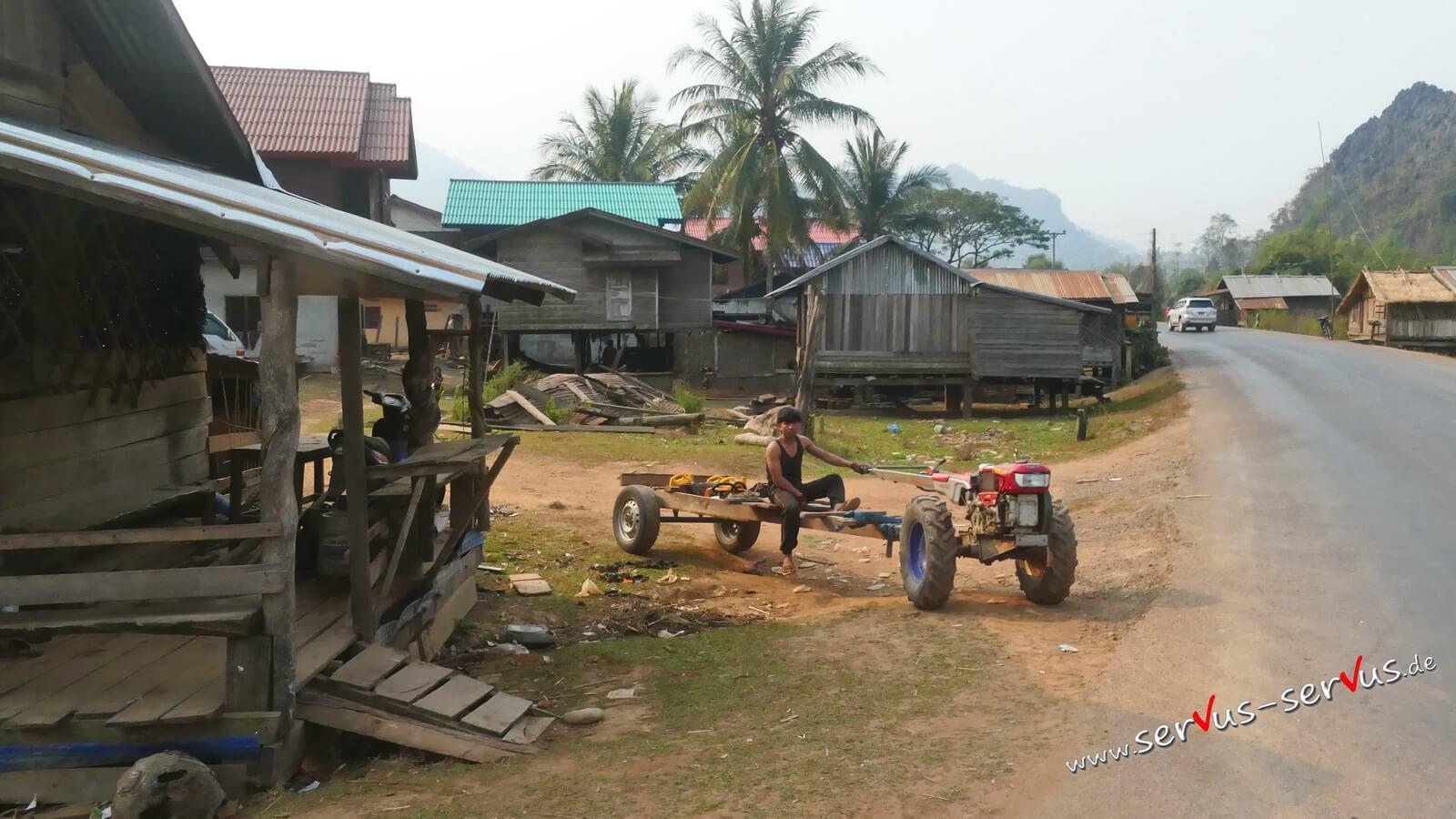 Einfacher Traktor in Laos