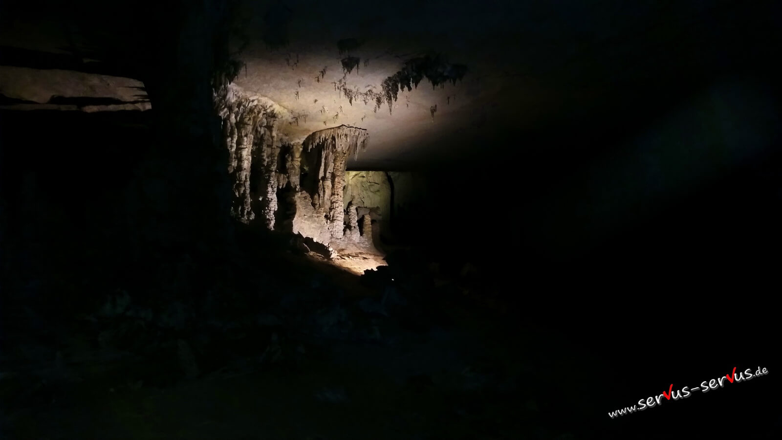 Tropfsteine in der Kong Lor Cave