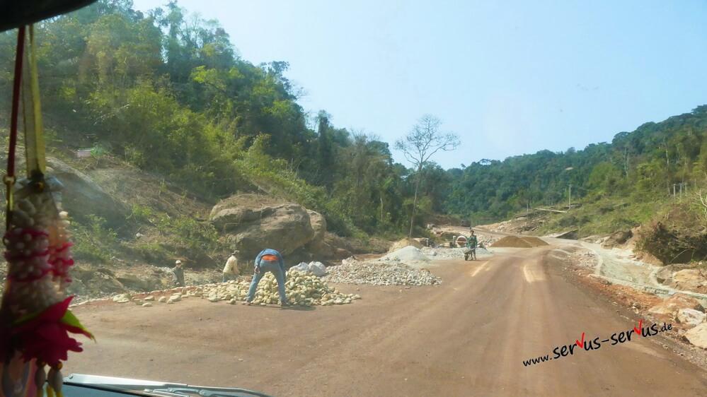 Straßenbau in Laos