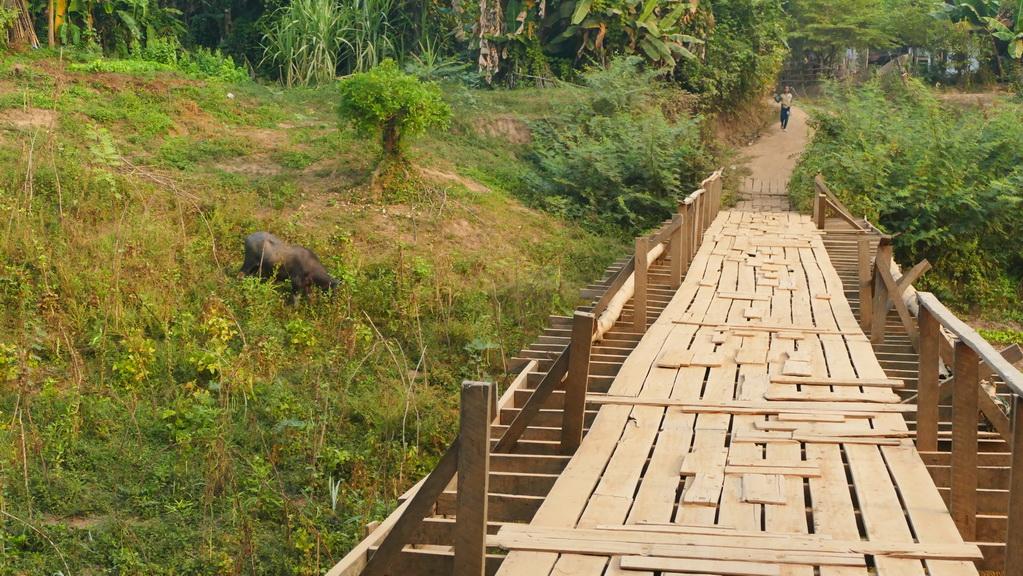 Holzbrücke in Laos