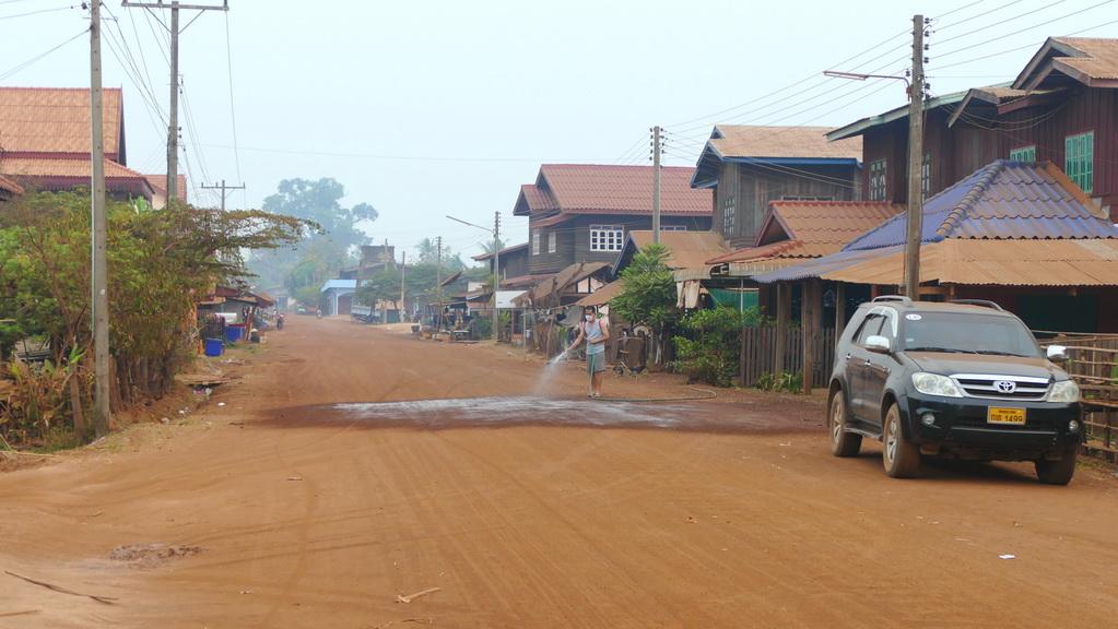 Staubige Straße in Laos