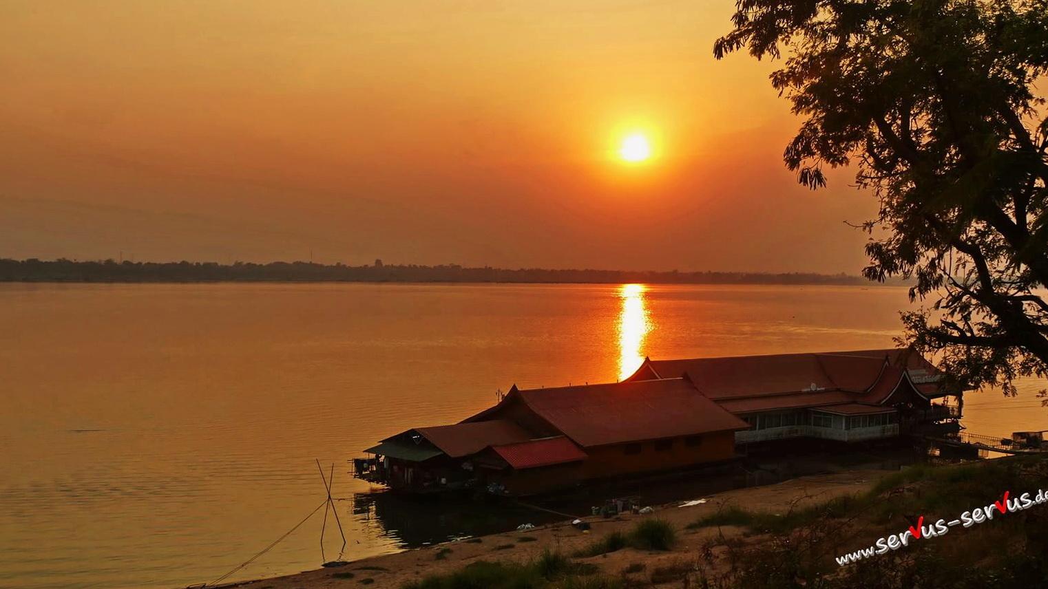 Sonnenuntergang am Mekong in Pakse