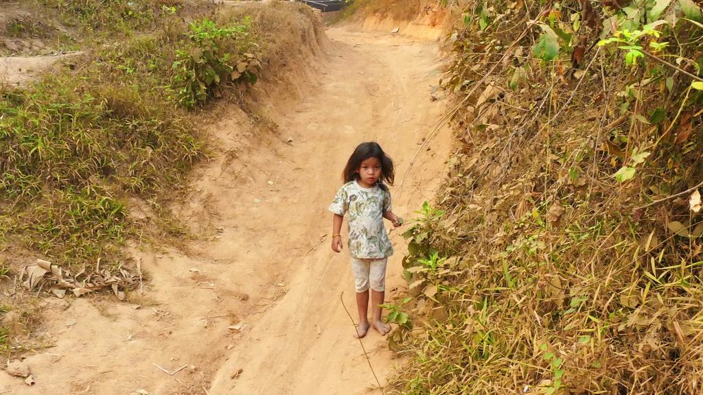 Laos- Mädchen am Wegrand