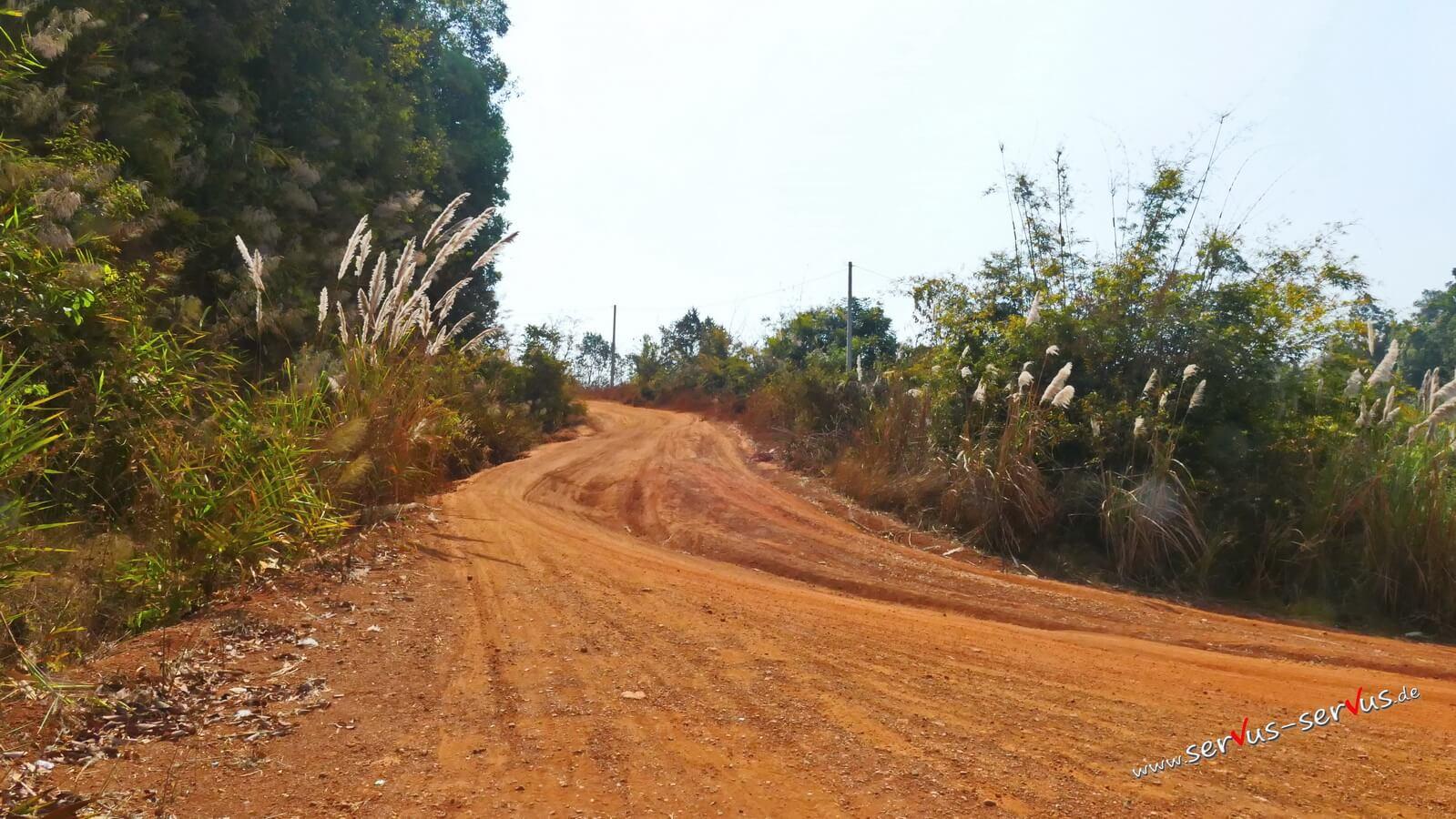 Dschungelweg, Laos, Bolavenplateau, Tad Tayicseua