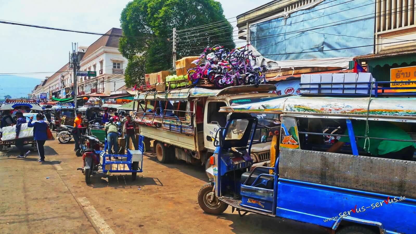 Umschlagplatz für Waren in Pakse, Laos
