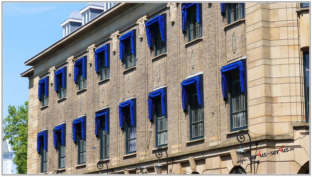 den haag-gebäude-blaue fenster-fotoparade
