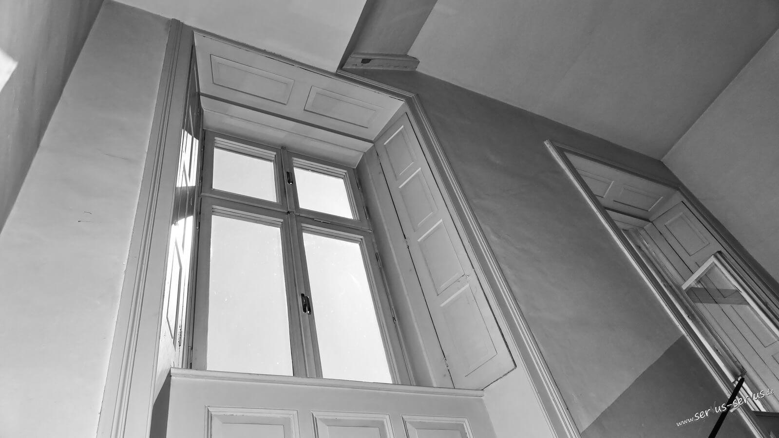 Blick aus einem alten Fenster